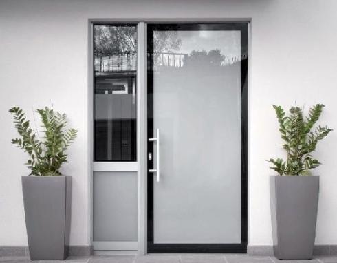 Porte d ingresso in alluminio e pvc alluminio tecnofinestra - Maniglie porte ingresso ...