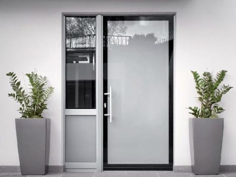 Porte d ingresso in alluminio e pvc alluminio tecnofinestra for Porte d ingresso