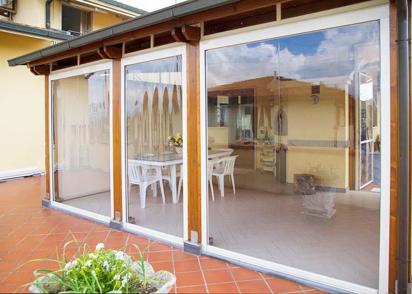 Verande in pvc idee creative di interni e mobili for Idee di veranda laterale