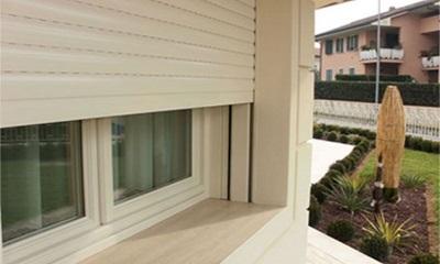 Finestre infissi e serramenti a modena e provincia for Davanzali interni per finestre