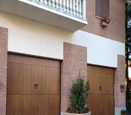 vendita-installazione-porte-garage-sezionali-modena 1